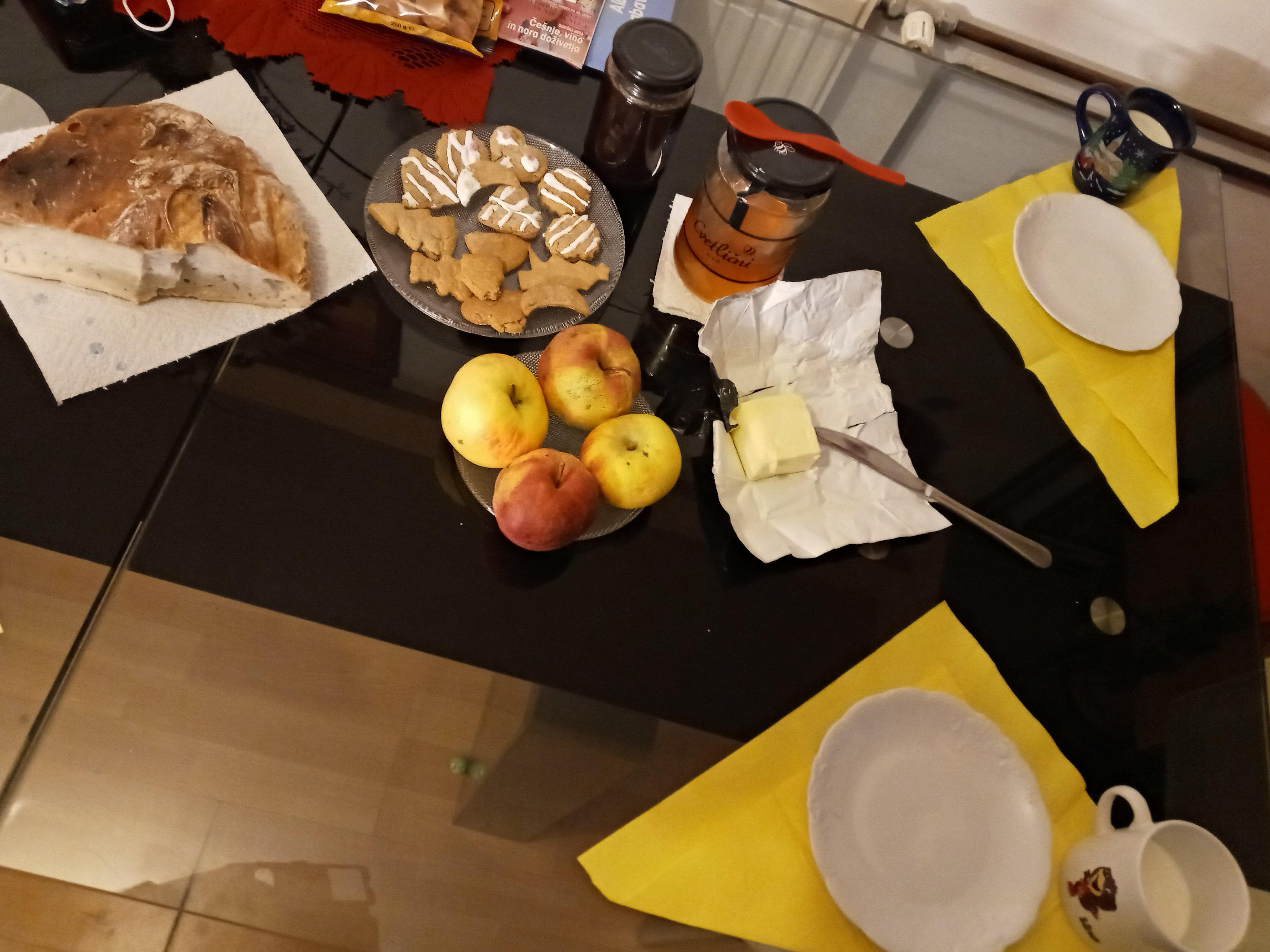tradicionalni-slovenski-zajtrk-gal-ojsterc5a1ek-7-r